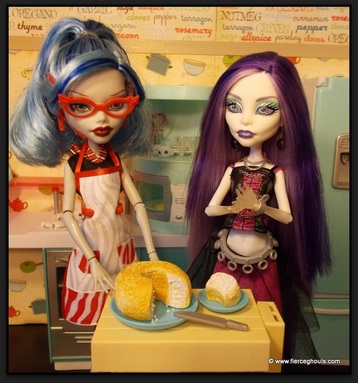 Ghoulia & Spectra Make Angel Food Cake