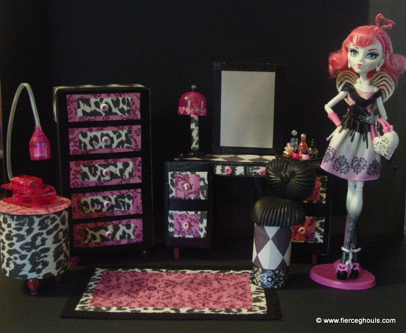 Monster High C.A. Cupid DIY Furniture